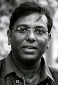 लेखक, अशोक कुमार पाण्डेय विख्यात साहित्यकार हैं और इन दिनों कश्मीर के इतिहास पर किताब लिख रहे हैं।