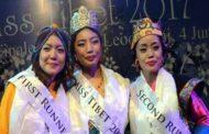 तेंजिन पाल्डोन के सिर 'मिस तिब्बत' का ताज