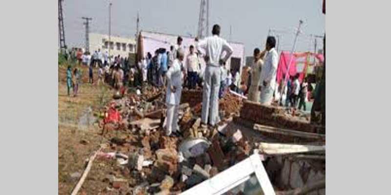 दीवार ढहने से 8 मजदूरों की मौत