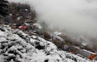 पहाड़ों पर असमय बर्फबारी, पांगी शेष क्षेत्र से कटा